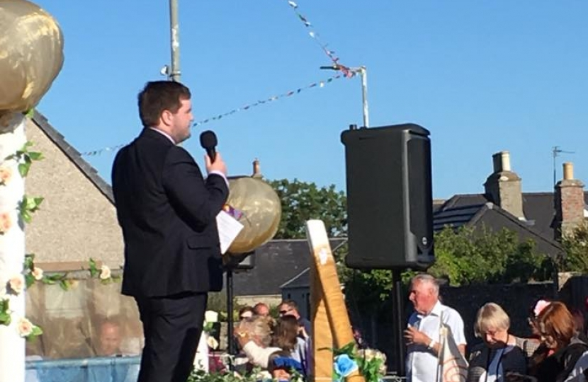 Councillor Struan Mackie addressing Castletown Gala, 30 June 2018